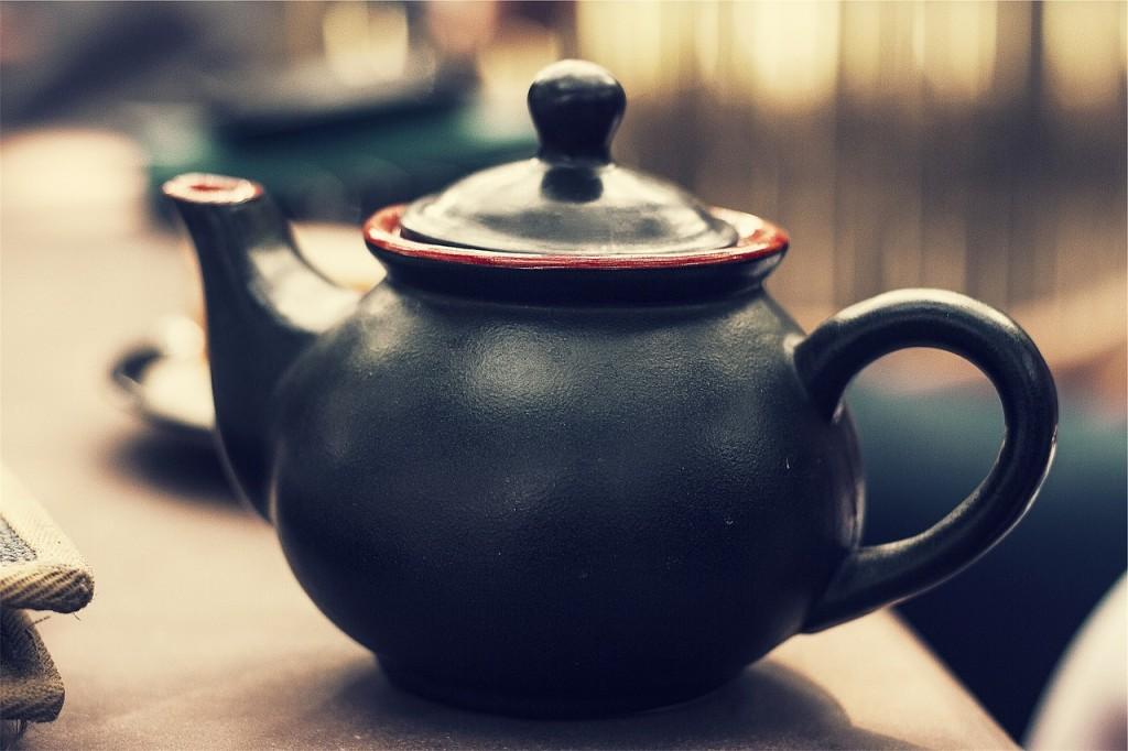 Tee und Wasser unterstützen ihre Haut